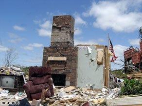 Survivors search for belongings amid Arkansas tornado wreckage