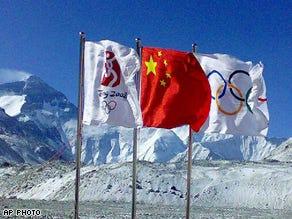 Weather threatens Everest torch ascent