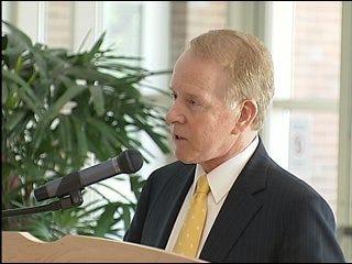 Gary receives OU Regents' Alumni Award