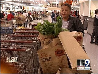 Last Minute Shoppers Dash to Grocery Stores