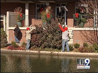 Stringing Up the Lights Brightens Metro Homes