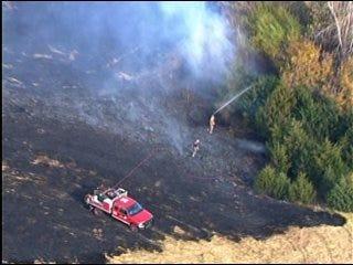 Grass fire blazes through 6 acres