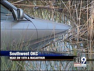 Dive team investigates car found in metro lake