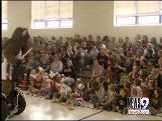 Rumble Visits Students of Midwest City