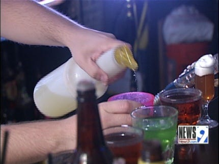 Oklahomans Trying Bartending for Extra Income