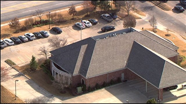 Bomb Threat Prompts Evacuation At Edmond Bank