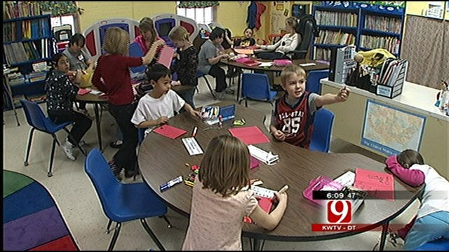 Homeless Children Give Gifts To Others In Need