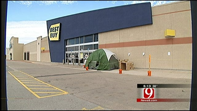 Oklahoma Shoppers Line Up For Black Friday Sales
