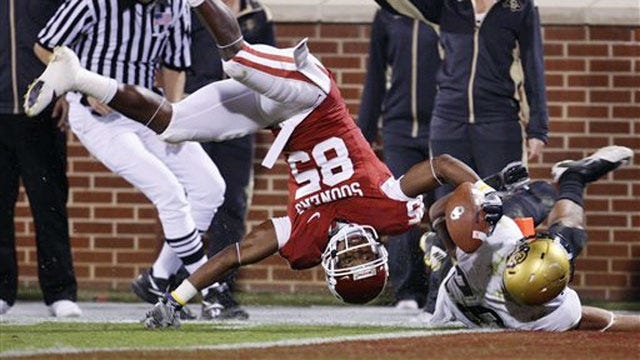 Sooners Ride Explosive Offense to Blowout Win