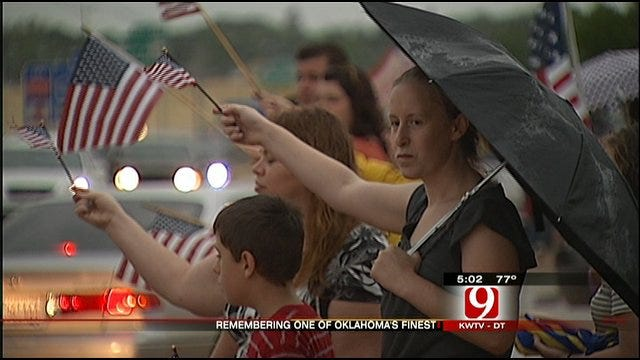 Oklahomans Turn Out to Honor Fallen Edmond Soldier