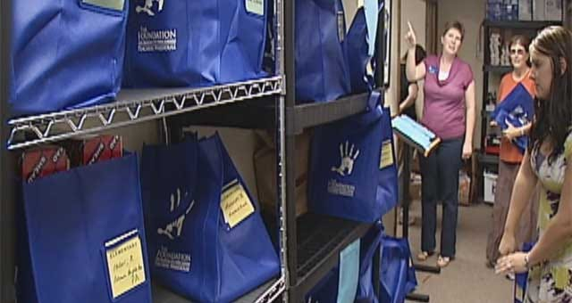 Hundreds Of Oklahoma Teachers Pick Up Free School Supplies
