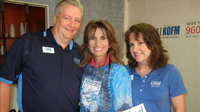 Robin Marsh Spends Morning At Wee Too Restaurant In Enid