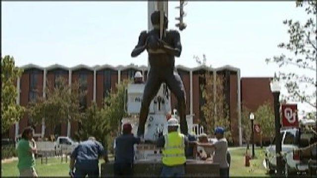 Sam Bradford Statue Raised At OU