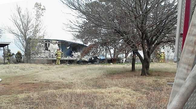 Crews Battle Edmond Mobile Home Fire