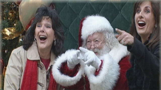 Robin Hits The Mall For Her Christmas Tradition