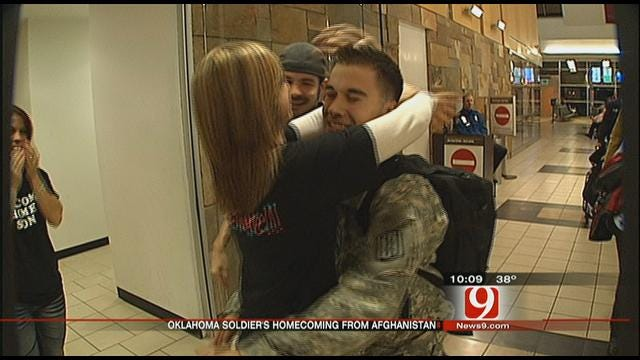 Homecoming Soldier Meets Special Girlfriend In OKC
