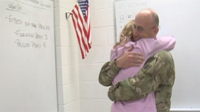 Oklahoma Army Captain Surprises Daughter During History Class