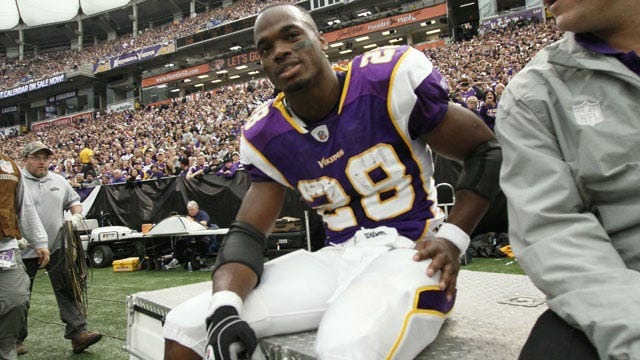 Adrian Peterson Suffers Torn ACL Against Redskins