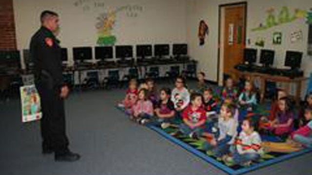 Cushing Police Teach Pre-K Students About 'Stranger Danger'