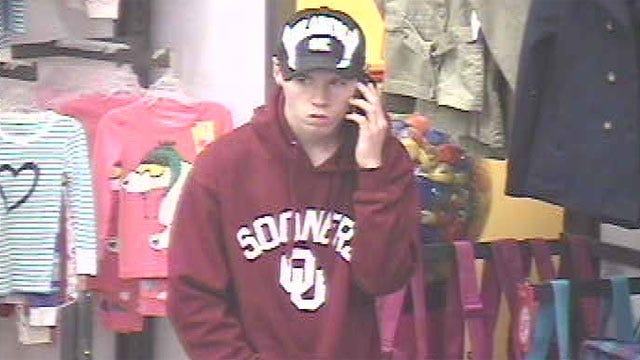 Man Flashes Shoppers At Old Navy In OKC