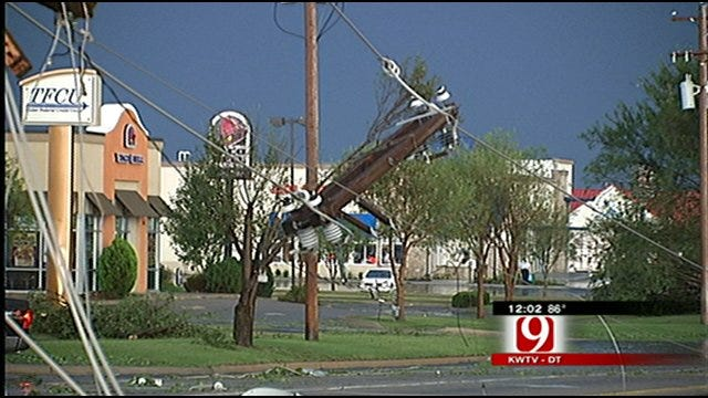 Power Returning Slowly To Damaged Areas In Norman, Noble