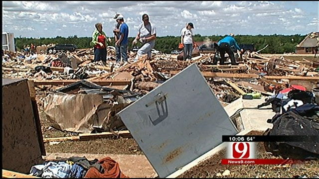 People Crowd Into Single Tornado Shelter In Cashion
