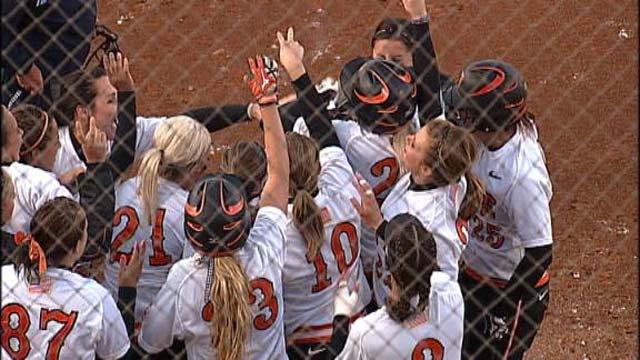 Cowgirls Advance to Women's College World Series