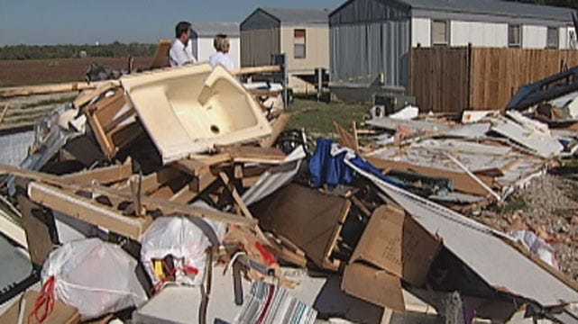 Pauls Valley Residents Clean Up After Storm Damage