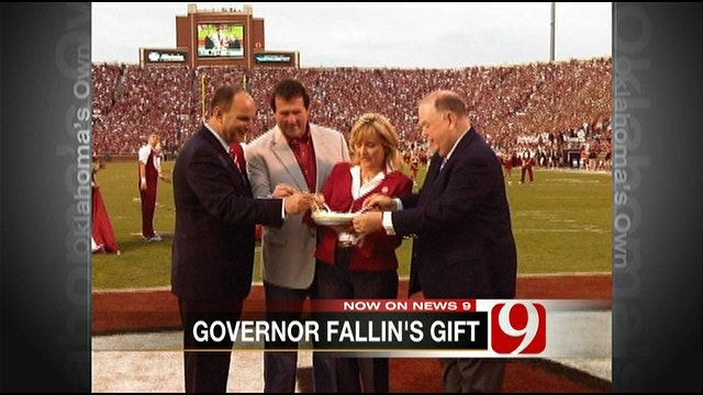 Governor Fallin Shares Key Lime Pie From Florida Governor At OU Game