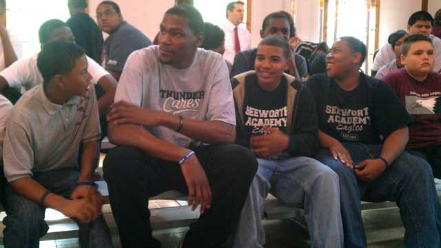 Thunder Players Visit Seeworth Academy