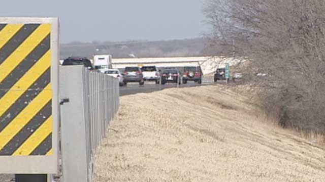 Police Investigate Homicide After Body Found Along I-35 In Edmond