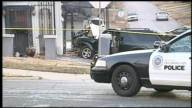 OKC Robbery Suspect Crashes Into Building, Dies