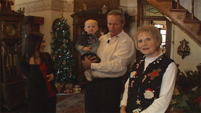 Bobbie, Stan Check Out Guthrie's Christmas Celebration