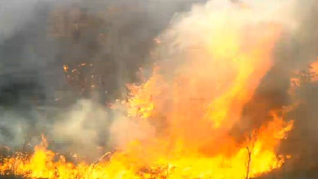Crews Battle Grass Fire Near Macomb In Pottawatomie County
