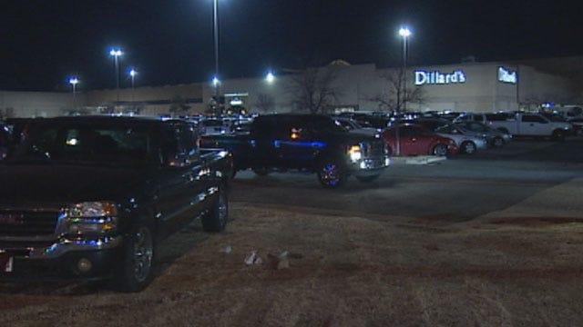 Last-Minute Shoppers Rush Malls In OKC