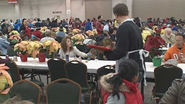 Thousands of Metro Families Attend Red Andrews Christmas Dinner