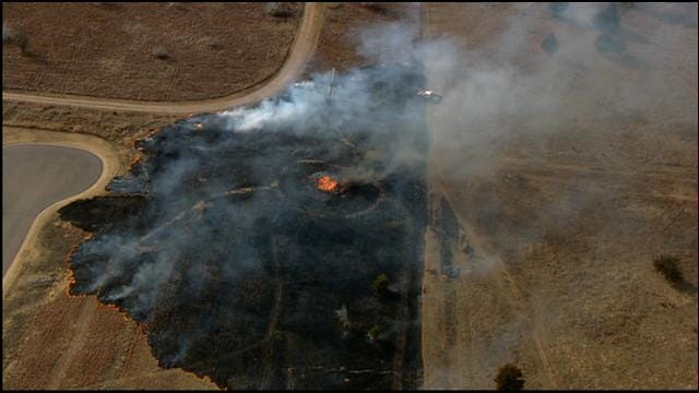 Crews Battle Grass Fires In Edmond, Norman