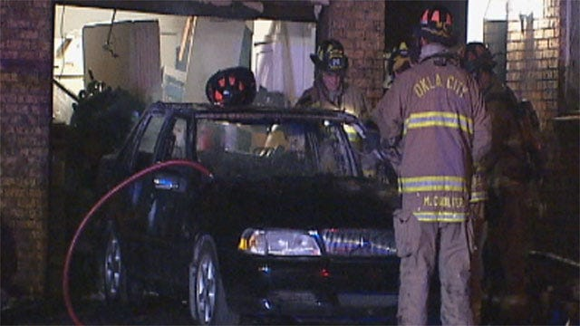 Firefighters Extinguish Early Morning Car, House Fire In OKC