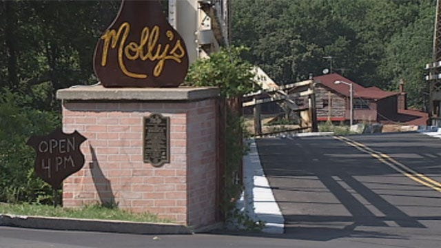 Best Summer Ever: Dining On Route 66 At Molly's Landing