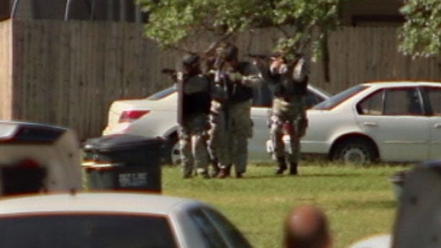 Girl In Del City Hostage Situation Released, Suspect Dead