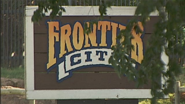 Thieves Target Cars At Frontier City
