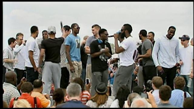 Thunder Players Thank Thousands Of Fans During Rally At OKC Airport