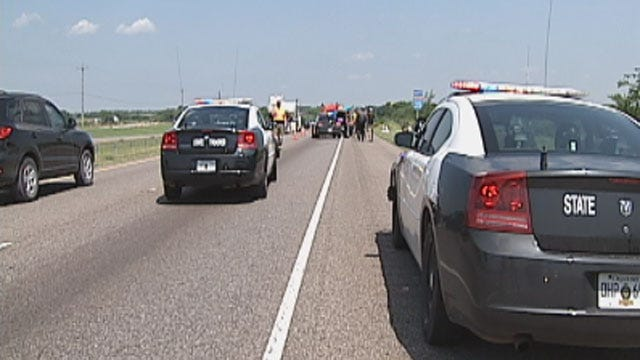 OHP: Two Killed In Auto-Pedestrian Accident On I-35 In Goldsby