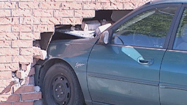 Car Crashes Into Bedroom Of NW OKC Apartment