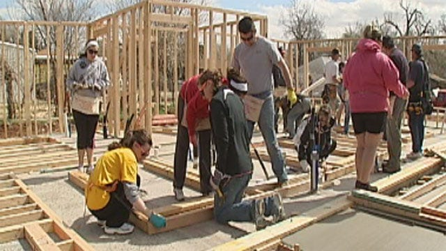 Students Help Oklahoma's Habitat For Humanity During Spring Break