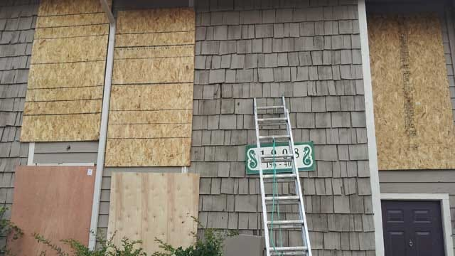 Northwest OKC Apartment Complex Damaged In Storms