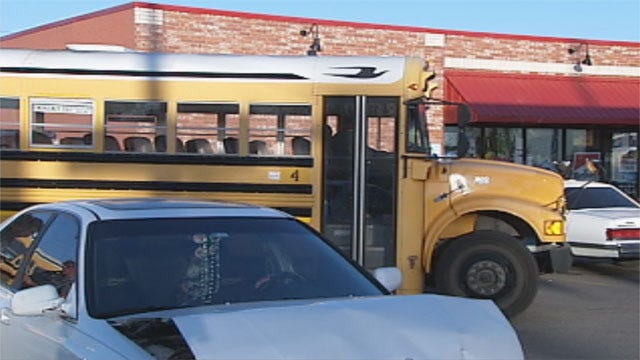 No Serious Injuries In School Bus Accident In Mustang