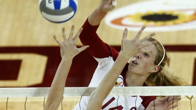 Sooner Volleyball Takes Down TCU On Senior Night