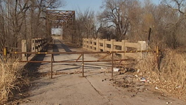 Owners Say Bar Near Chickasha Going Out Of Business Due To Bad Bridge