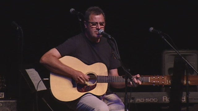 News 9's Amanda Taylor Chats With Country Music Superstar Vince Gill